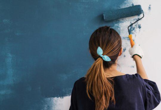Tinteggiare e verniciare in casa? I consigli degli esperti in edificio salubre