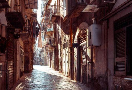 Una mappatura degli edifici a rischio di Napoli: la proposta dei geometri