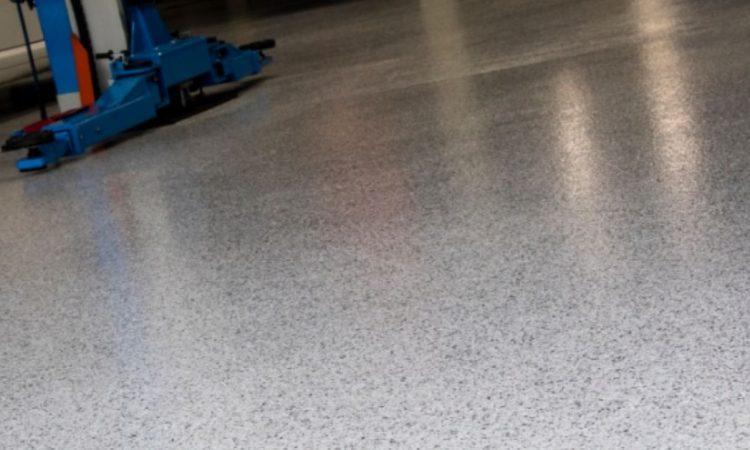 Il sistema decorativo IPM Italia: finitura trasparente e scaglie colorate
